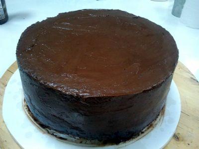 הדרכה לעוגת שוקולד לבצק סוכר