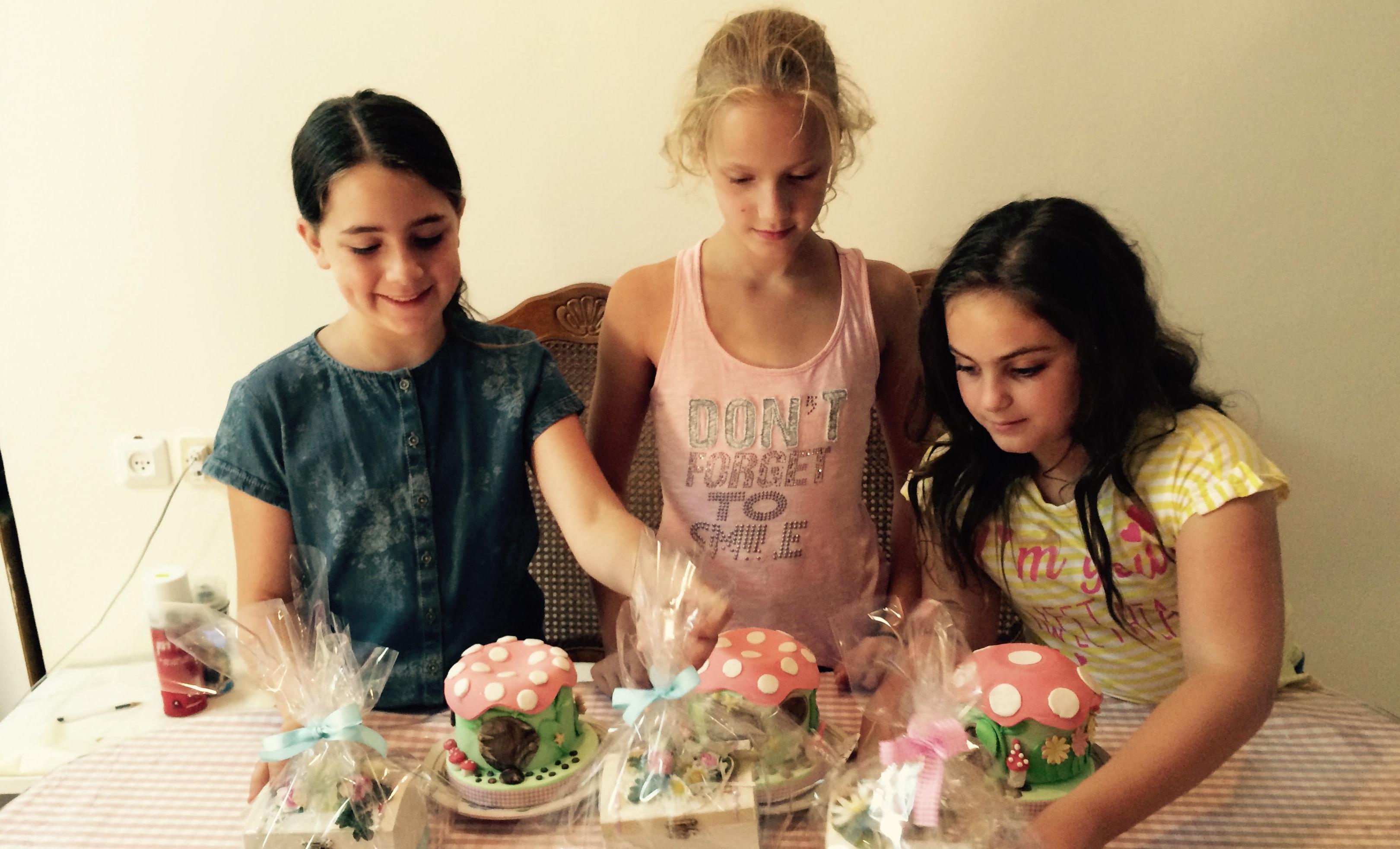חוגים לילדים בכרמיאל,  חוג בצק סוכר ויצירה