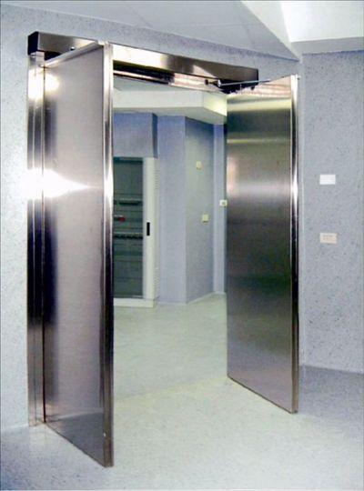 דלת אטומה לחדר ניתוח עם עופרת
