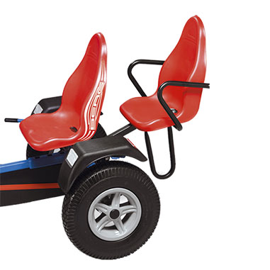 מושב נוסף אדום המתחבר למכונית פדלים של חברת ברג