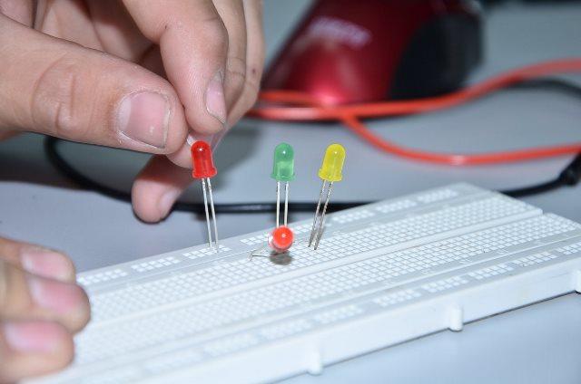 מגמת אלקטרוניקה - בית הספר לקציני ים עכו